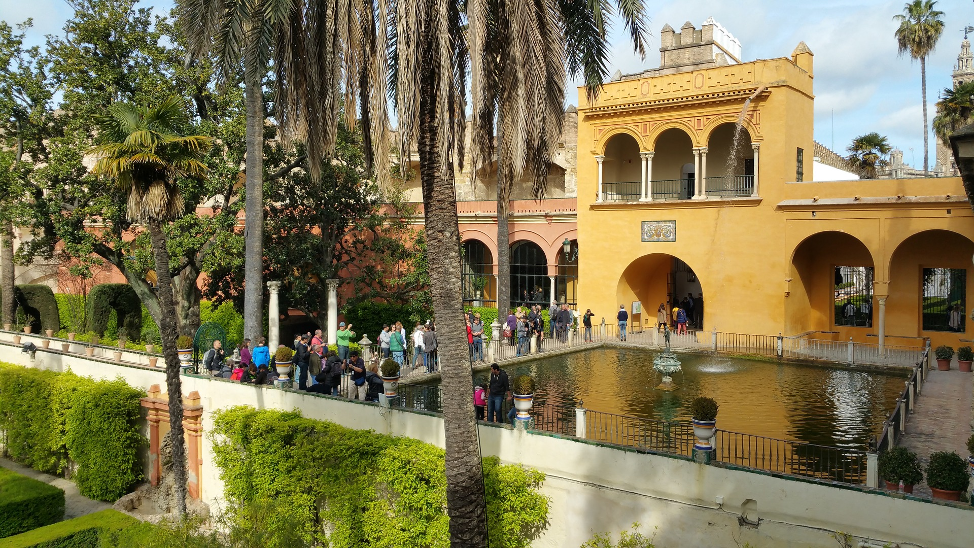 alcazar-of-seville-1541884_1920