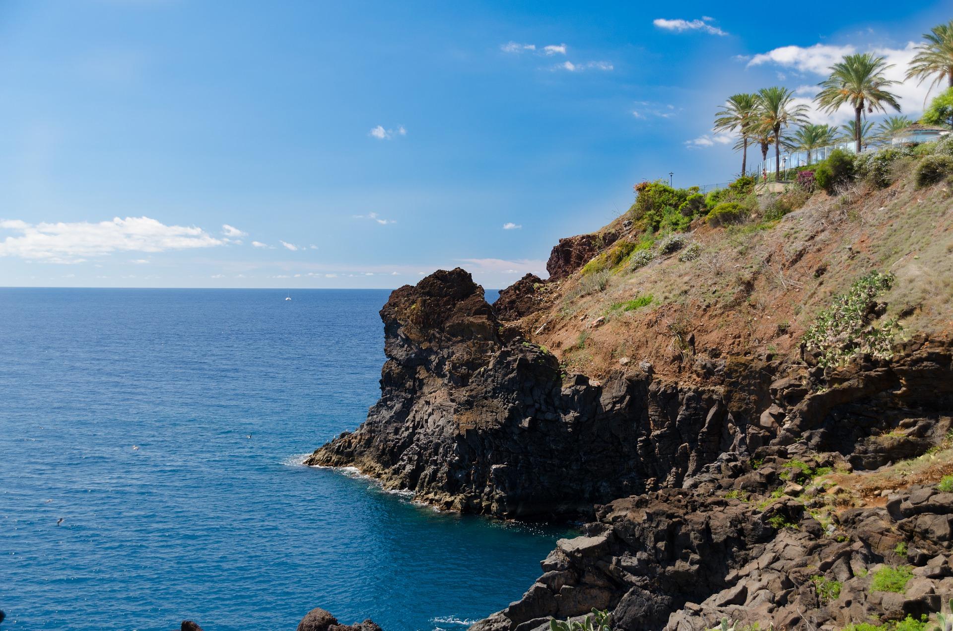 cliff-1572587_1920